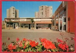 CPM 42 MONTBRISON Le Centre Commercial - Montbrison