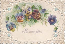 Carte De Voeux Chromo Gaufrée  Et Ajourée Fleurs Pensées Bonne Fête - Sonstige