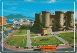 NAPOLI Maschio Angioino E Stazione Marittima Con Autobus Ed Auto D´epoca - Napoli (Napels)