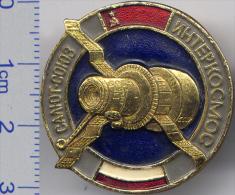 64 Space Soviet Russia Pin. INTERKOSMOS USSR-Poland. Salyut-Soyuz - Space