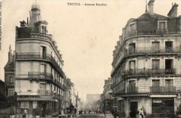 Troyes Avenue Doublet Charette Et Personnages Au 1er Plan - Troyes