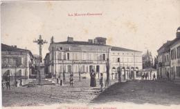 CPA Animée (31)  MONTASTRUC Place D' Orléans Gendarmerie Nationale - Montastruc-la-Conseillère