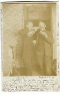 Luzern Fotokarte Zwei Männer Trinken Los Mit Stempel Genève Poste Restante Et Genève FACTEURS 1904 écrite En Danois - LU Lucerne