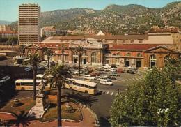 TOULON - Var : Place De L´Europe,la Gare.(autobus En Premier Plan,404 Peugeot, Citroên Etc..) - Toulon