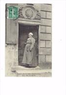 18 - SAINT AMAND MONTROND - Porte Place Du Marché - Femme - 1909 - Saint-Amand-Montrond