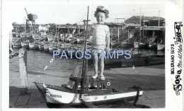 30112 ARGENTINA MAR DEL PLATA PUERTO PORT & BOY IN SHIP TOY YEAR 1951 BREAK PHOTO NO POSTAL POSTCARD - Vecchi Documenti