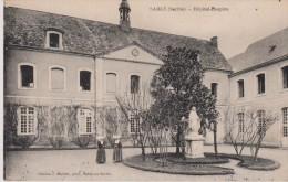 Cpa Sablé. Vue Animée De L'hôpital - 'Hospice. Deux Religieuses (nonette) Edition Malicot Photo Sablé-sur-Sarthe - Sable Sur Sarthe