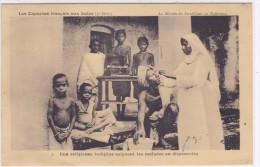 Les Capucins Français Aux Indes - Une Religieuse Indigène Soignant Les Malades Au Dispensaire - Inde