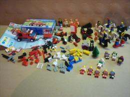 Lot De LEGO  Divers Et Personnages  ( Voir 5 Photos ) - Lego