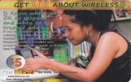 TARJETA DE MICRONESIA DE UNA CHICA CON UNA TABLET DE $5 (FSM TELCARD) WOMAN - Micronesië