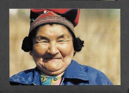 INDIENS DU QUÉBEC - CÔTE NORD - AÎNÉE INNU COIFFÉE DE SON BONNET TRADITIONNEL - ELDERLY INNU WOMAN - Indiens De L'Amerique Du Nord