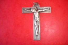 Crucifix Bronze Argenté 1900,signé Hartmann.H:8 Cms L: 5,7 Cms.avec Bélière. - Religion & Esotericism