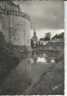 35 Fougeres  Chateau Les Douvres Tour Surienne Eglise St Sulpice Sa Vieille Voiture - Fougeres