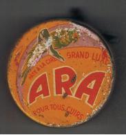 Ancienne   Boîte à Cirage  ARA  Pleine   60 Mm X 20 Mm - Boxes