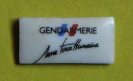 Pin´s - Gendarmerie - Une Force Humaine - Militaria