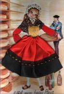 39 : Belle Carte Brodée : Jura Mon  Beau Pays :  Garçon Avec Une Pipe , Fille En Jupe Brodée, Vins Et Fromage Comté - Ricamate