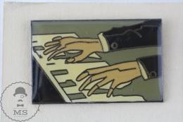 Piano Playing Hands - Pin Badge  #PLS - Música