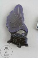 Old Gramophone Pin Badge  #PLS - Música