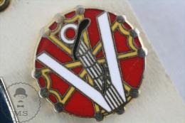 Red Colour Music Instrument Harp Enamel Pin Badge  #PLS - Música