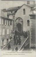 Aveyron : Salles-Curan,  Entrée De L'Eglise, Animée - France