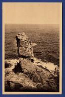 29 CLEDEN-CAP-SIZUN Raz De Sein, Baie Des Trépassés, Le Menhir - Cléden-Cap-Sizun