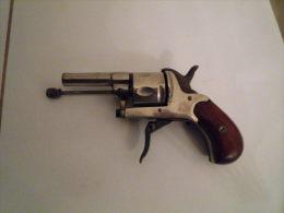 Ancien Pistolet Revolver Alarme Original Et Peu Courant - Armes Neutralisées