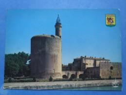 30-AIGUES MORTES La Tour De Constance , écrite Au Verso Et Circuléee N 1980 , 2 Scans - Monuments