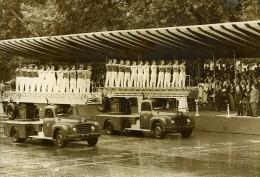 France Paris Fête Defile Du 14 Juillet Brigade Des Pompiers Camions Ancienne Photo 1968 - Profesiones
