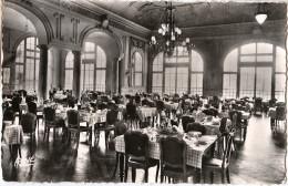 """83 - HYERES LES PALMIERS - CPSM - Maison De Repos Et De Convalescence """" CHATEAUBRIAND"""" Salle à Manger """" - Hyeres"""