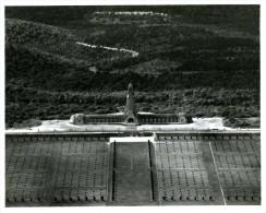 55- Mémorial Ossuaire DOUAUMONT  Grande Photo Prise En 1960 Par L´armée De L´air Française - Le Mont Saint Michel