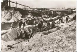CPA Photo Camp De Concentration Pour Femmes à Ravensbruck - Les Femmes Aux Travaux De Terrassement Bon état - Militaria