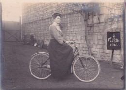 PHOTO ANCIENNE - FEMME ELEGANTE - VELO - BIKE - CYCLISME - Ciclismo