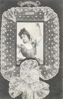Jeune Femme Dans Un Cadre - Les Dentelles - Valencienne - Phototypie A. Bergeret - Carte Précurseur Non Circulée - Vrouwen