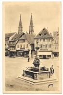 Cpa: 67 OBERNAI (ar. Sélestat - Erstein) Place Du Marché Et Fontaine Sainte Odile (animée, Confiserie, Voiture)  N° 45 - Obernai