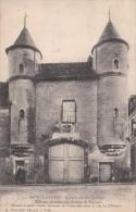 Cp , 89 , PONT-sur-YONNE , La Porte Du Château , Ancienne Résidence Des Princes De Nemours - Pont Sur Yonne
