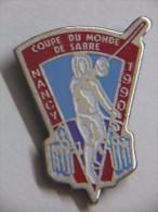 Pin's - Sports - ESCRIME - COUPE DU MONDE De SABRE - NANCY - 1990 - Escrime