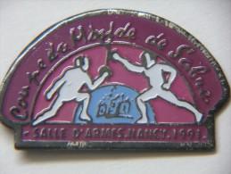 Pin´s - Sports - ESCRIME - COUPE DU MONDE De SABRE - Salle D'Ames NANCY - 1991 - Escrime