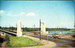 Trois Rivières      48        Le Pont Duplessis Entre Trois Rivières Et Le Cap De La Madeleine ( Voitures ) - Trois-Rivières