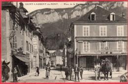 CPA 38 SAINT LAURENT DU PONT Place De La  Fontaine Et Grande Rue  St ( Café De L' Europe Tartavel - Saint-Laurent-du-Pont