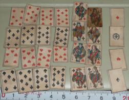 A VOIR Très Rare Ancien Jeu De 32 Cartes MINIATURES, Incomplet, Manque Les Rois, Dim.: 18 X 12 Mm - 32 Cartes