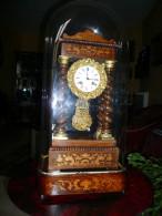 Pendule Portique Ep.NIII à 4 Colonnes Torsadées En Palissandre Clair Et Marqueterie De Citronnier - Horloges