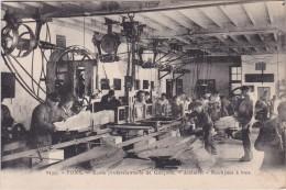 PONS - Ecole Professionnelle De Garçons - Ateliers - Machines à Bois - Très Animé - Pons