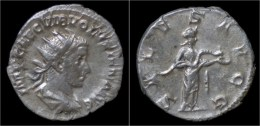Volusian AR Antoninianus Salus Standing Right - 5. L'Anarchie Militaire (235 à 284)