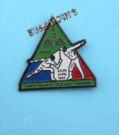 Pin´s Escrime, Championnats De France 1992 De Fleuret Féminin, ARRAS, Fencing, Scherma - Schermen