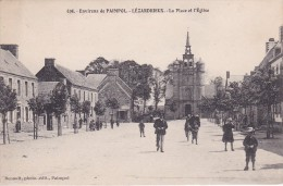 22 COTE D´ARMOR LEZARDRIEUX  La Place De L'église N° 696 - Autres Communes