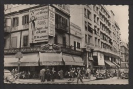 CPSM Pf. TUNISIE . TUNIS . Avenue Habib BOURGUIBA. Le Colisée. Pub Sur Magasin , Animation , Tractions Citroën . - Tunisia