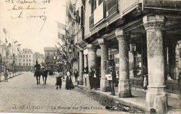 CPA - BEAUVAIS (60) - Aspect De La Maison Des Trois Piliers En 1904 - Beauvais