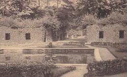 Beloeil - Le Bassin Des Poissons Rouges Et L´Allée Vers L´Entrée Du Parc - Beloeil