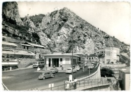 Menton. Les Postes De Douanes Française Et Italienne Au Pont-St-Louis. Envoyée En 1961. Automobiles Ancêtres. Coccinelle - Menton