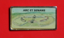 Pin´s - Arc-et-Senans - Doubs - Longueur 4, 5 Cm - Villes
